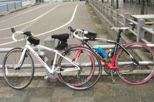この自転車で休日は走っています。
